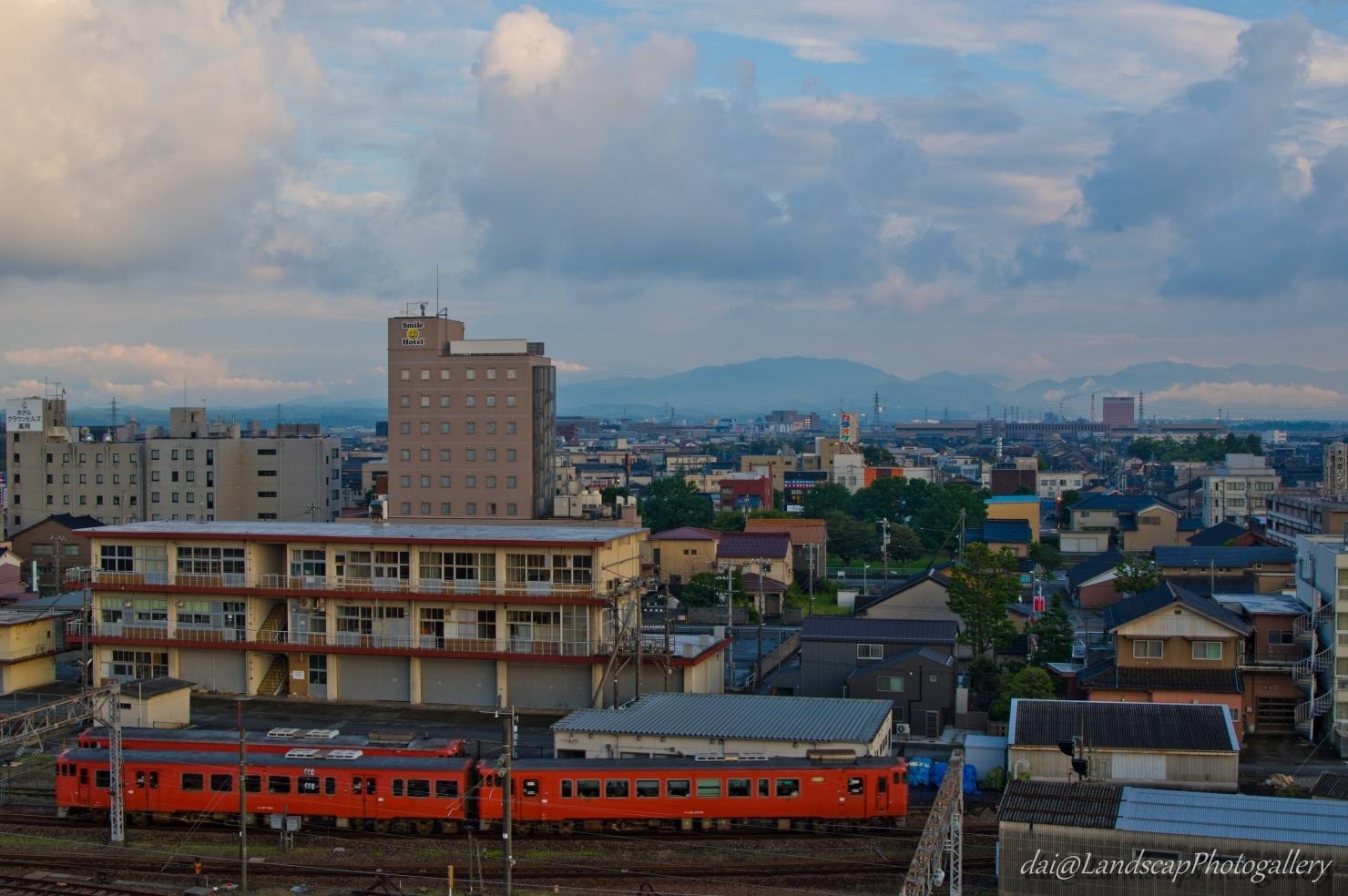 高岡駅南風景