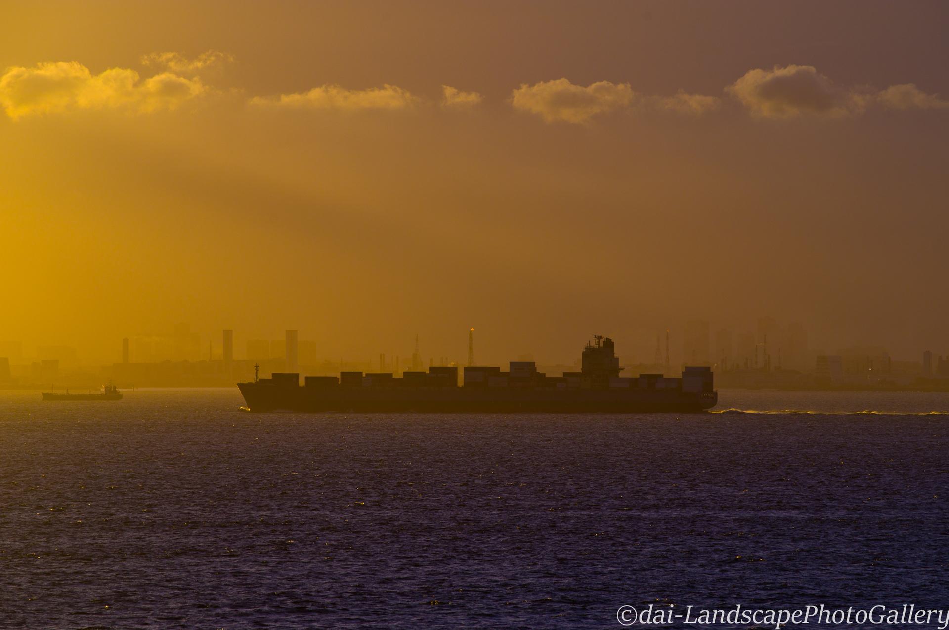 東京湾 夕刻のシルエット