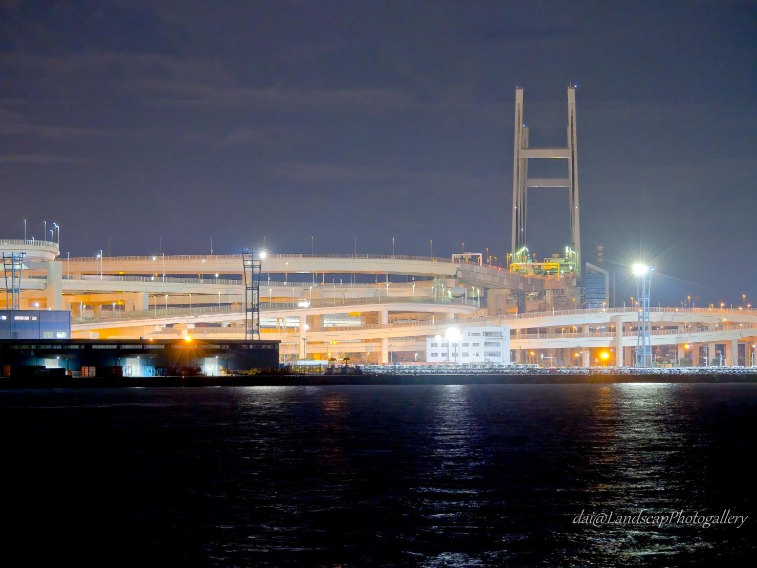 深夜の横浜ベイブリッジ