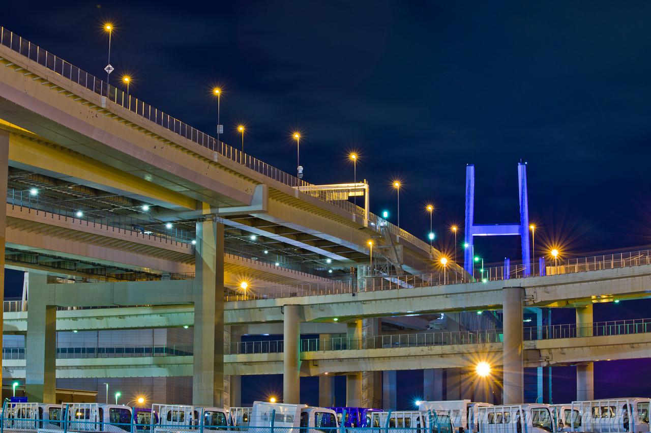 大黒ジャンクションと横浜ベイブリッジ夜景