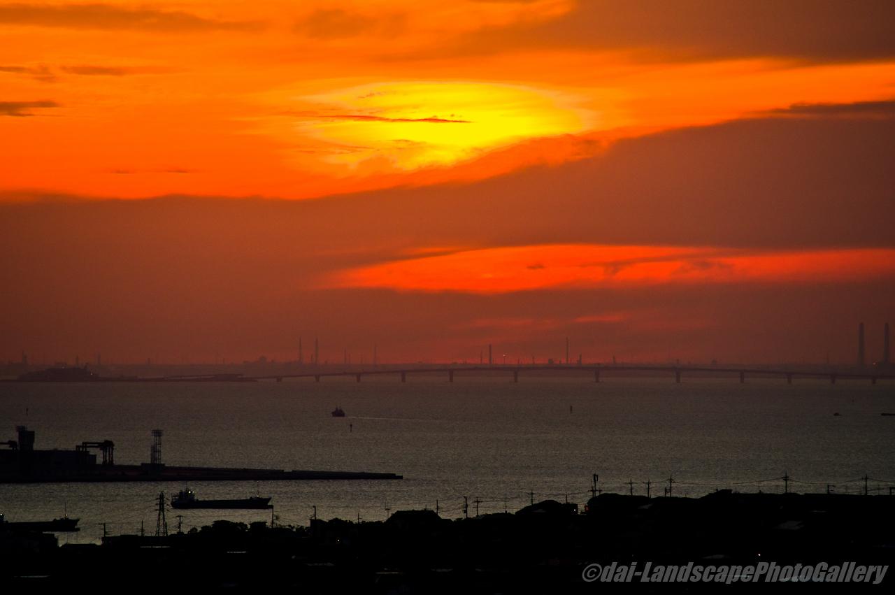 東京湾の朝焼け空