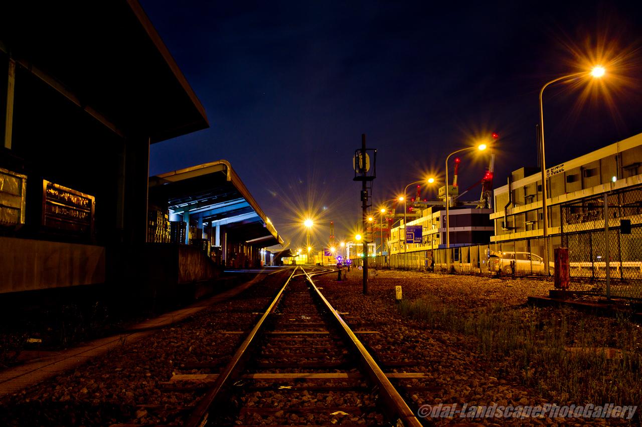 深夜の本牧埠頭駅