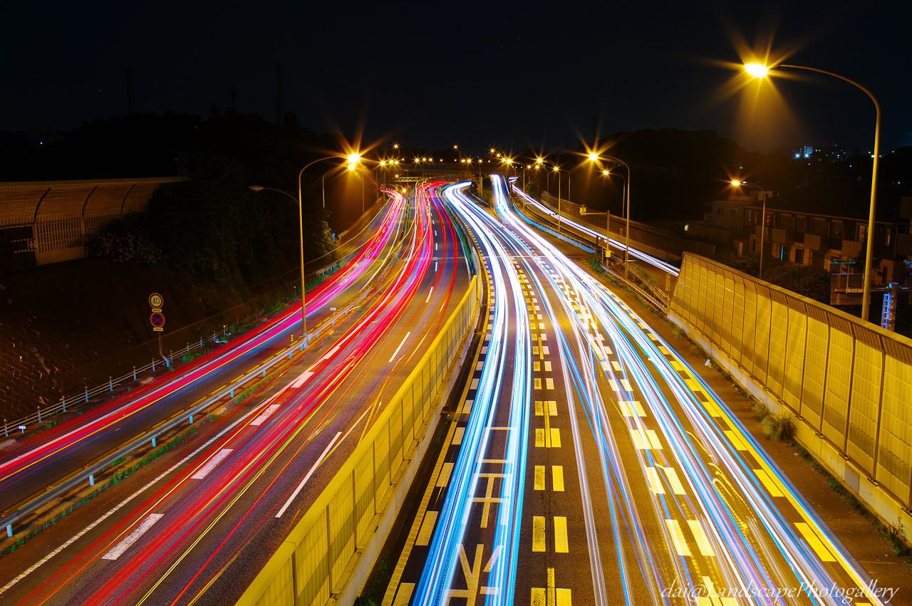 高速道路の光跡