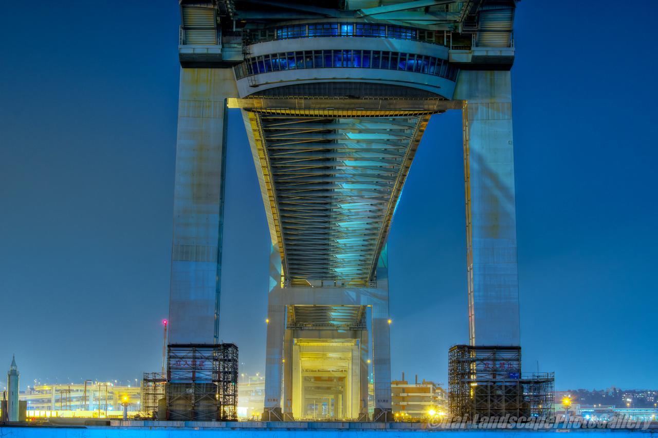 夜の横浜ベイブリッジ下【HDRi】